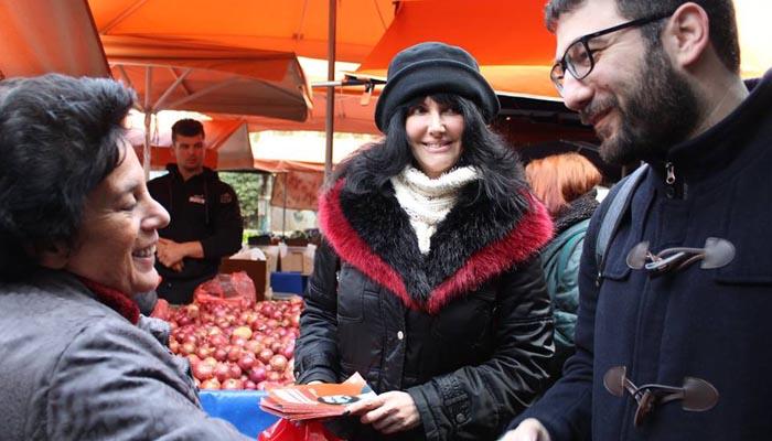 Ο Νάσος Ηλιόπουλος στη λαϊκή αγορά του Γκύζη