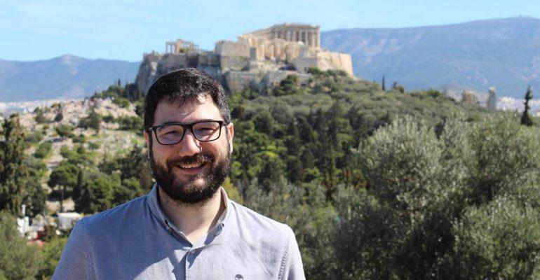 Ο Νάσος Ηλιόπουλος στα Κούλουμα στον λόφο του Φιλοπάππου