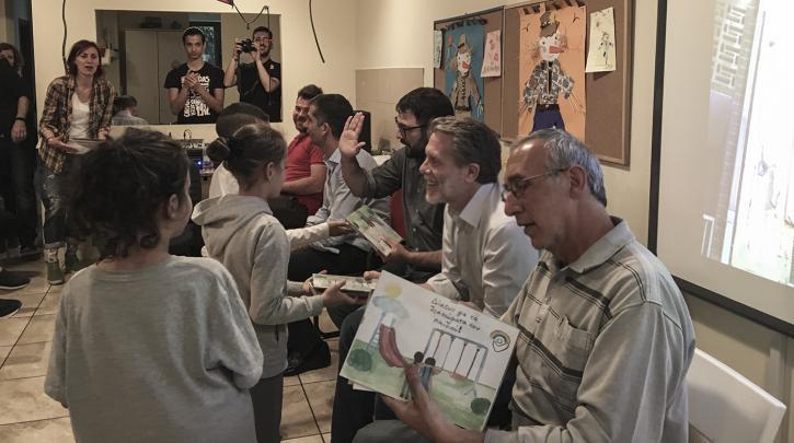 Ο Ν. Ηλιόπουλος μιλώντας σε μικρά παιδιά: «Να μην ανεχόμαστε τον ρατσισμό γύρω μας»