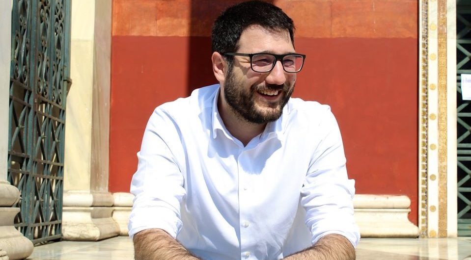 Αργά αντανακλαστικά, τραυματισμένη παράταξη για τον κύριο Μπακογιάννη – Δήλωση του Νάσου Ηλιόπουλου για τις παραιτήσεις των κ. Γκαγκάκη και Λυκούδη