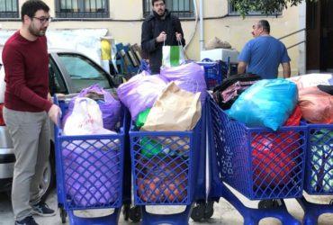 Παράδοση στο ΚΥΑΔΑ ειδών πρώτης ανάγκης για άστεγους που συγκεντρώθηκαν στη γιορτή της Ανοιχτής Πόλης